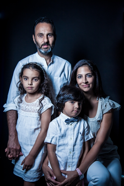 portrait-of-a-family-by-photographer-Sonya-Revell