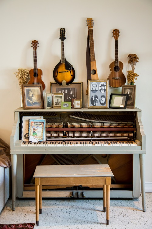 photo of a vintage piano adorned by family photos