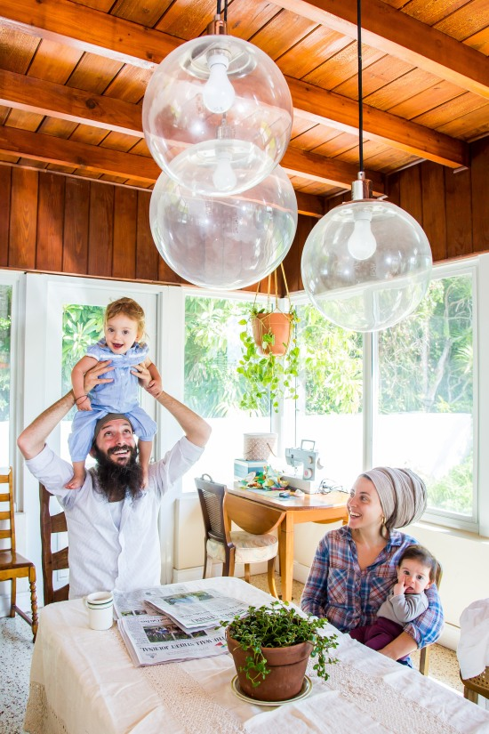 family portrait photography of zak stern and batsheva wulfsohn with daughters at dining table